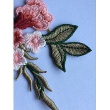 Remendos de renda lindos bordados de flores solúveis em água