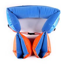 As crianças infláveis nadam flutuadores e braçadeiras de braço