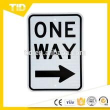 "Leyenda ""ONE WAY (flecha derecha)"", 12 ""An. X 18"" Altura, Negro sobre blanco"
