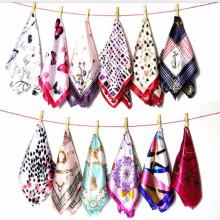 Whosaler Frühling Sommer Herbst neue Design stilvolle Mode 50 * 50 cm Schal Hijab Satin muslimischen Schal Schal Marke Satin Seidenschal