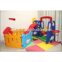 Mini slide do jardim de infância