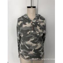 Jersey con capucha y botones de camuflaje