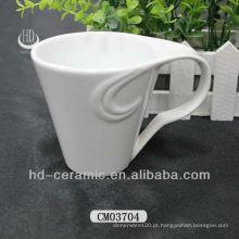 Branco canecas cerâmica com alça