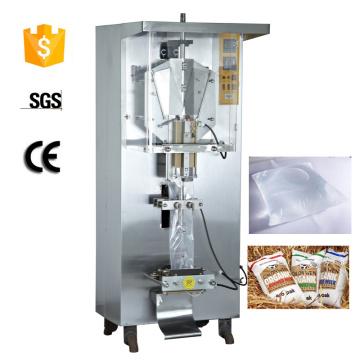 Machine à emballer automatique utilisant un film d'emballage alimentaire en plastique transparent