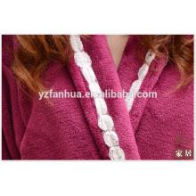 Super weiche Frauen Fleece Bademantel für Frauen mit Dekoration am Revers