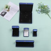 Boîte à bijoux en cuir bleu