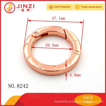 Anéis de metal em forma de logotipo gravado para bolsas com aparência bonita e qualidade