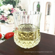 Copo de vidro do copo do licor Copo do copo bebendo