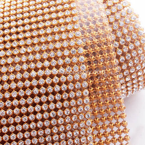 "Diamond Ribbon Trim em Gold Setting 17,7 ""Wide e 47,24"" Long"
