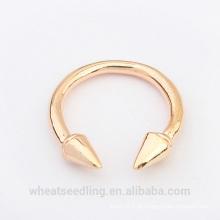 Anel simples da forma da venda do ouro da forma quente