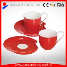 Mini coupe de céramique et assiette de tasses à café en soucoupe