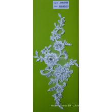 Ткань шнурка вышивки со стразами Белый шнур кружевной ткани с цветами CMC070B