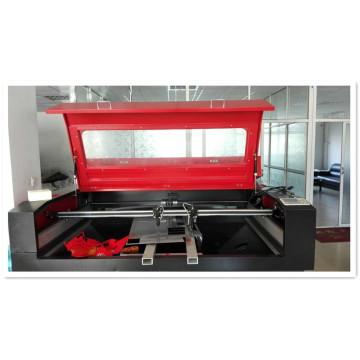 Máquina de gravação e corte a laser para indústria têxtil