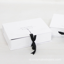 Luxury White Folding Paper Gift Box Dengan Pita