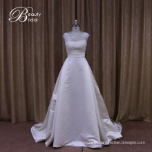 Anspruchsvolle traditionelle Satin Brautkleid
