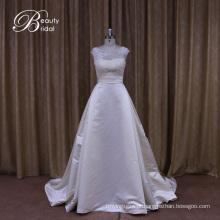 Sofisticado vestido de noiva tradicional de cetim