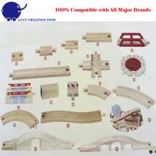 Набор деревянных дорожек и изогнутых железнодорожных рельсов