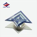 Insignia interesante de la solapa del logotipo del diseño de la cometa del vuelo