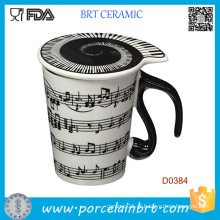 As notas musicais guardam o leite do café da canção caneca de cerâmica