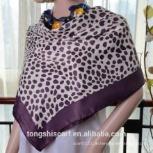 Neueste modische Polka Dots gedruckt quadratischen Schal und Schal heißer Verkauf Schal