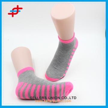 Calcetines del tobillo del patrón de la raya de la manera del resorte 2016, estilo fresco y barato para la venta al por mayor