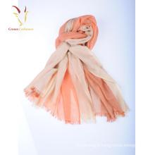 Écharpes et enveloppes de grandes dames de mode bon marché