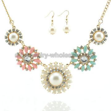 Mode ronde Zinc alliage résine élégant charmant collier en