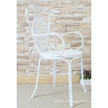 Chaise en fer forgé intérieure et extérieure à la main