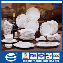 Ensemble de dîner en céramique en osier avec design royal avec fleur d'or design nouvel os Chine