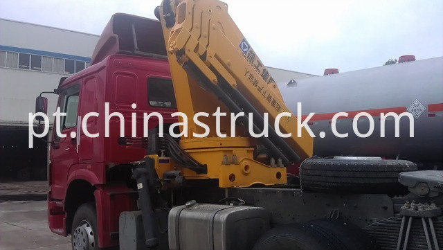 Howo Tractor Truck Mounted crane XCMG 12T picture 2