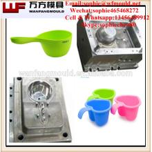 Ménage en plastique louche d'eau scoop moule d'injection bébé shampooing enfant bain scoop moules