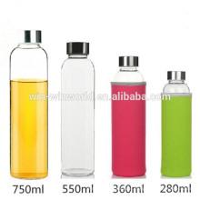 Garrafas de vidro altas do borosilicato do presente da promoção de Chrismas para a bebida com tampa do neopreno