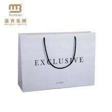 Sacos de papel branco de empacotamento personalizados personalizados laminados matte Matte do portador do presente do logotipo com punhos da corda