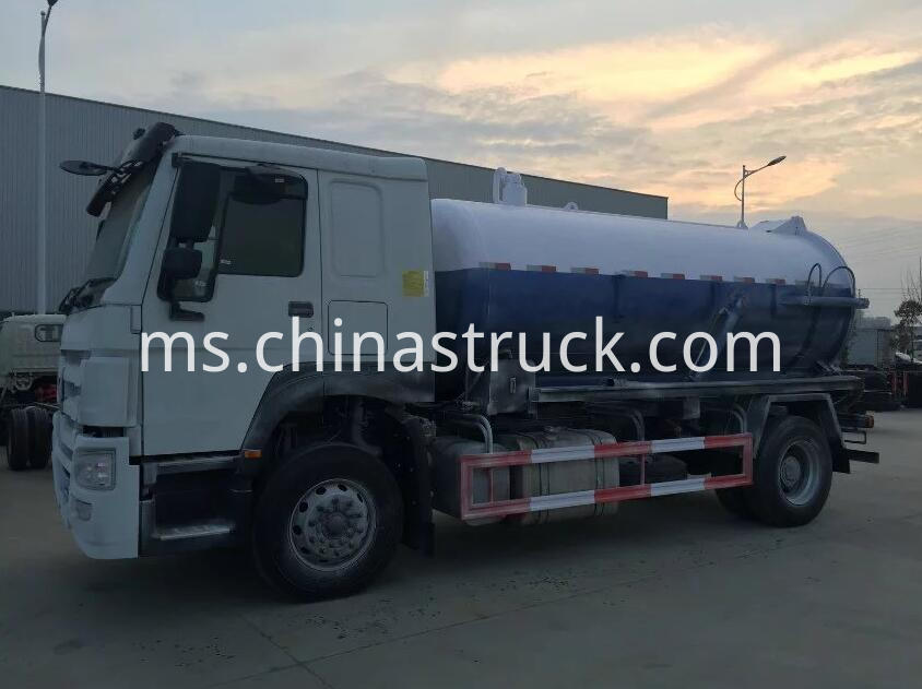 HOWO 266HP sludge suction truck