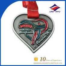 2016 Acabado de cinta personalizada y roja Medalla de premio de corazón