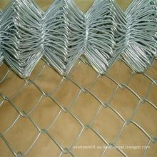 Valla de malla de metal con eslabones de cadena