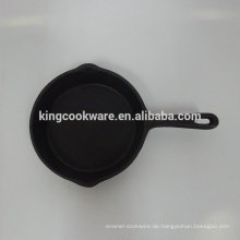 Mini-Gusseisenpfanne aus Pflanzenöl