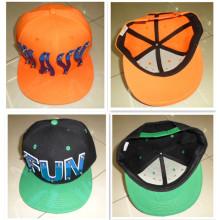 Colorido claveteados Hip hop sombrero plano borde acrílico Letras Punk remache perno tapa