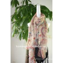 Les derniers foulards en polyester à la mode