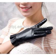 El hongo caliente de las señoras de la venta formó los guantes de cuero