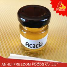 A granel de miel de acacia fresca abeja