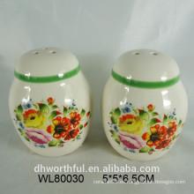 Estampado de flores de cerámica sal y pimienta conjunto