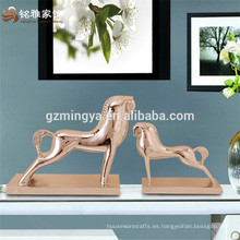 Resinic elementos animales casa decoración piezas de caballos de oro tabla ornamento para la venta al por mayor