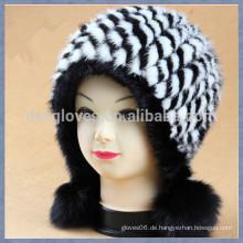 Schwarz-Weiß-Nerz-Pelz-Kappe mit festen Sphären