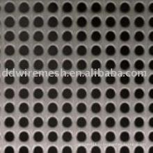 Металлическая сетка с круглым отверстием