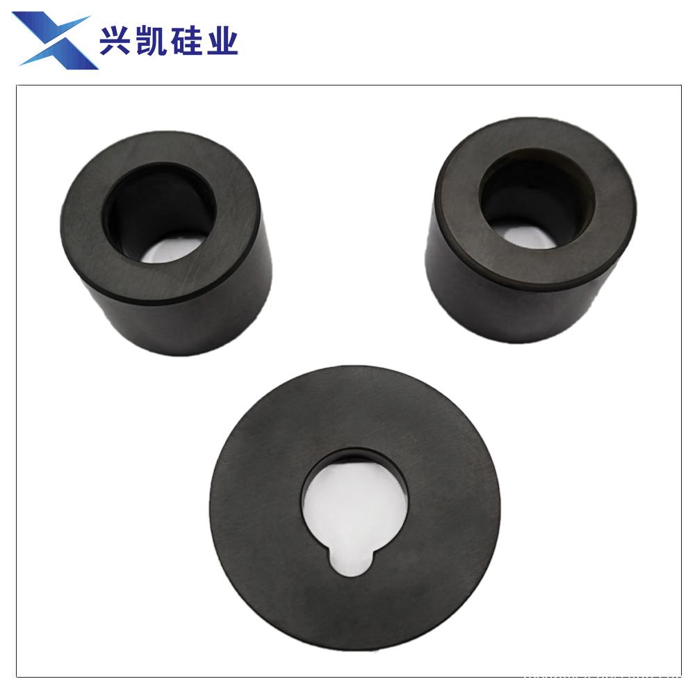 Ceramic bearing and shaft sleeve