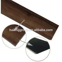 Luxo clique piso vinílico com textura de madeira e alta qualidade