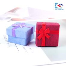 Aduanas cajas de regalo de joyería de cartón para collares de impresión en color pendiente de pulsera caja de regalo barata