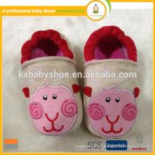 O novo padrão de algodão tecido bebê sapatos adorável animal forma criança sapatos de bebê