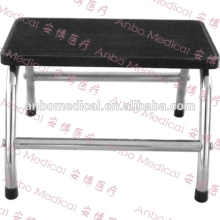 single footstep to assist patients ascending and descending examination / delivery table and beds in health care facilities
